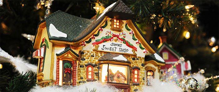 Village Noel Tree Sweet Shop Detail